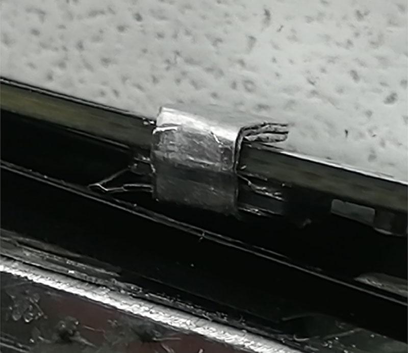 Установленный контакт на аккумуляторе от lgg3